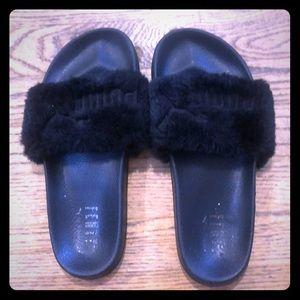 Fenty Puma Rihanna fuzzy slipon sandals slides 8 9